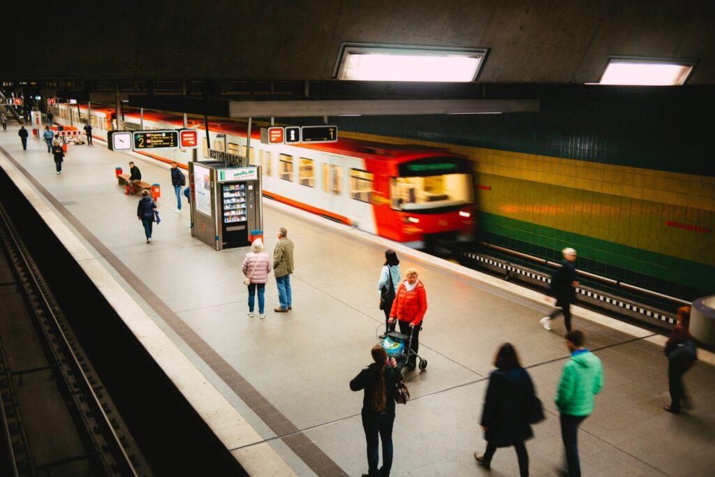 viajar en metro para ir a trabajar